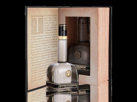 Legend of Kremlin Russian Vodka - schwarze Bibel Mini in Geschenkpackung 0,05l